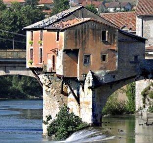 Vieux pont à Millau