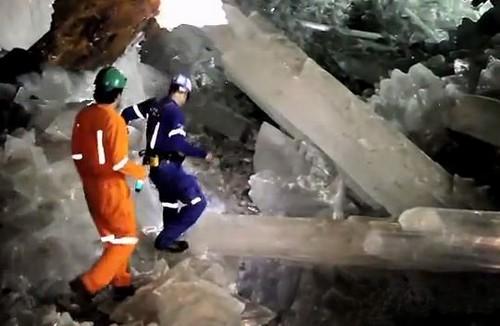 Gemmes de collectionneur en sculpture ? Grotte de Naïca